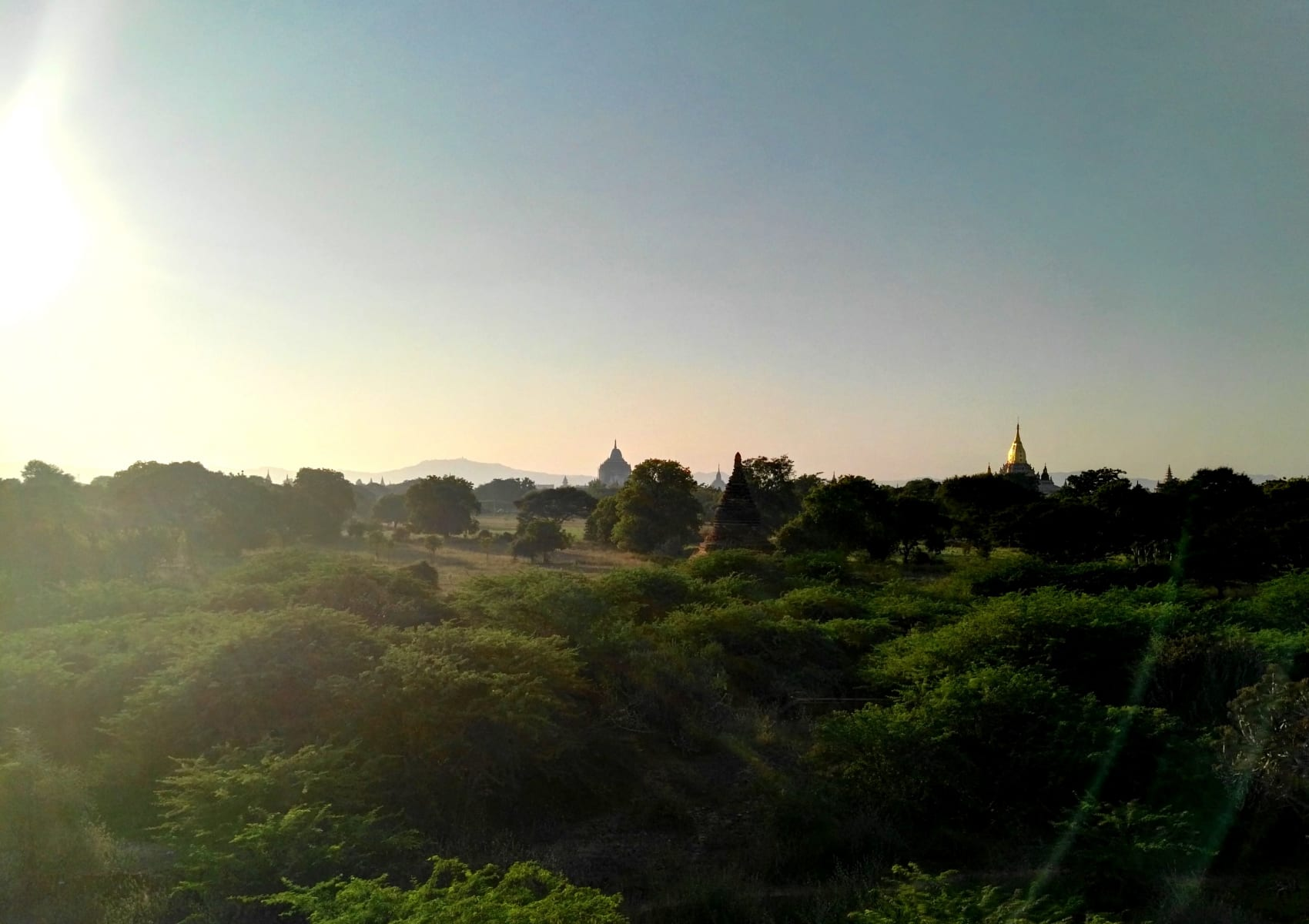 Západ slunce nad Baganem, Myanmar