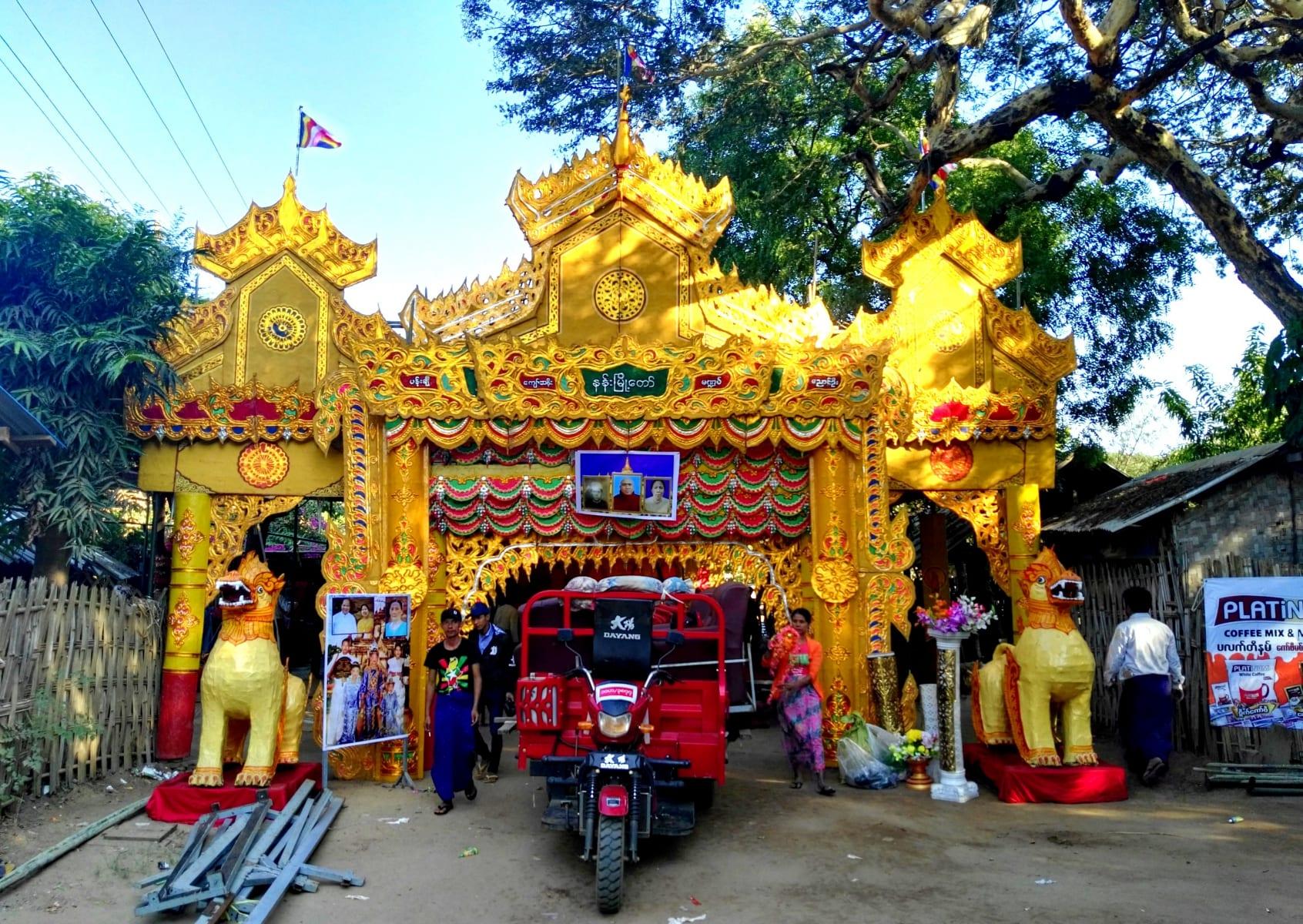 Slavnost na ulici, Bagan, Myanmar