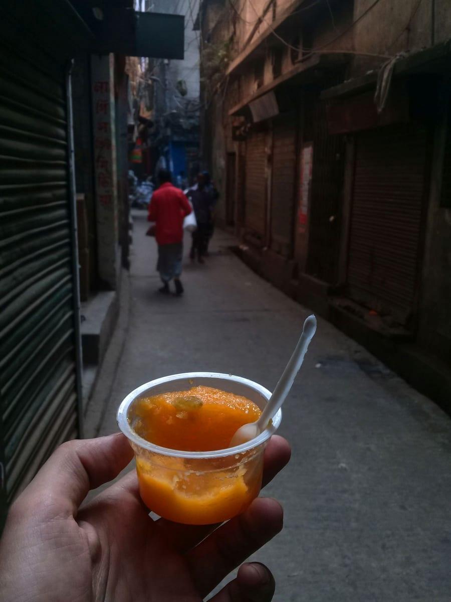 Uličky staré Dhaky - dezert od strýčka, Bangladéš