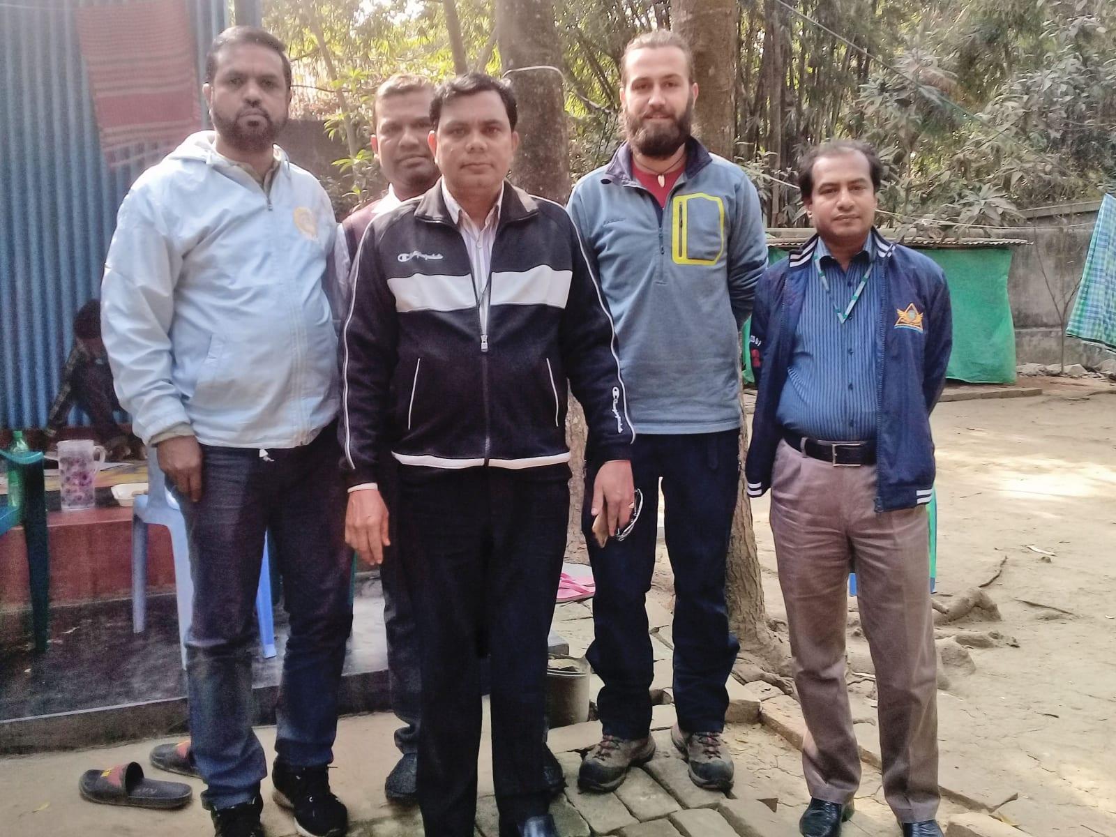 Společná fotka během tour po projektech neziskovky, AID Foundation, Bangladéš