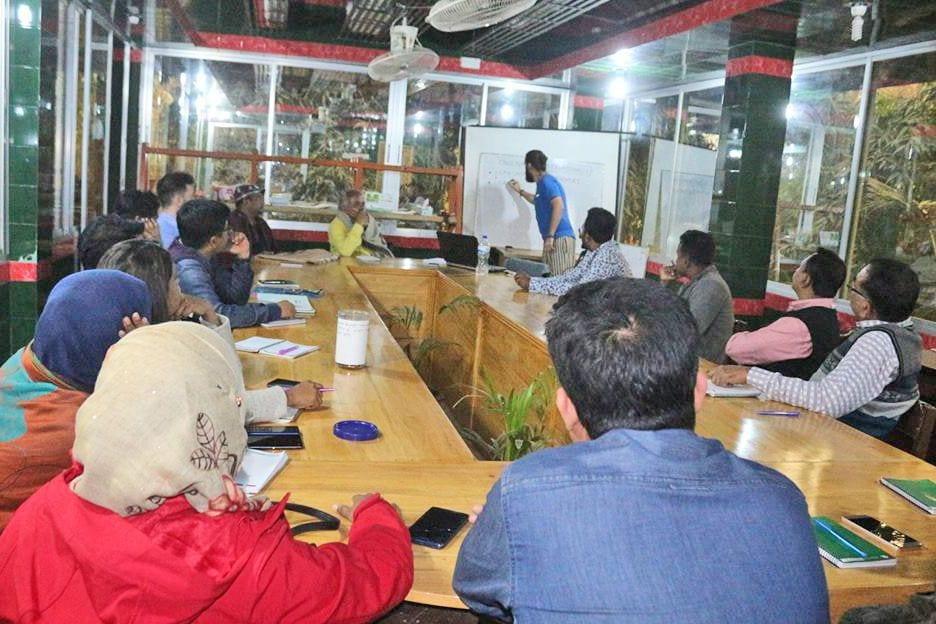Momentka z hodiny angličtiny, AID Foundation, Bangladéš