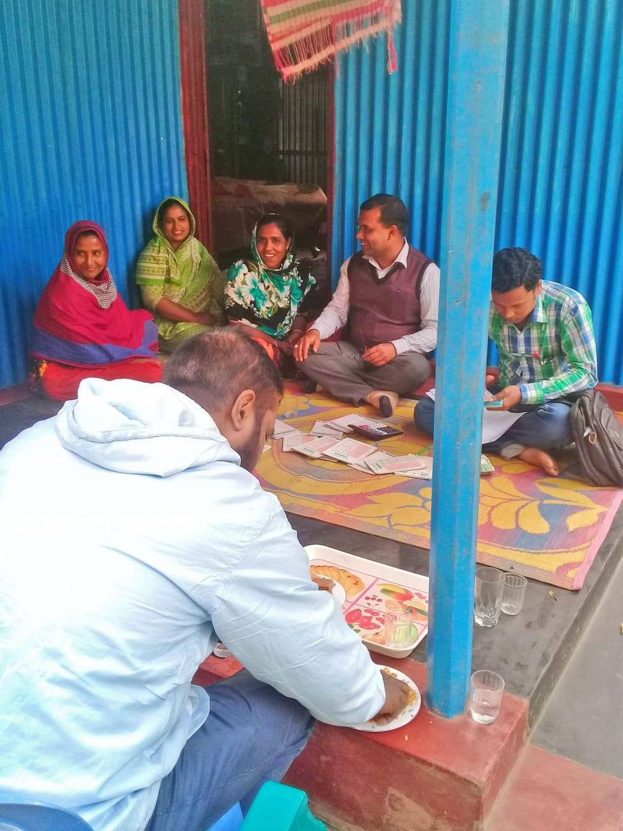 Setkání s podnikatelkami, které využily možnosti půjčky od neziskovky. Jinak řečeno - návštěva projektu mikrofinancování, AID Foundation, Bangladéš