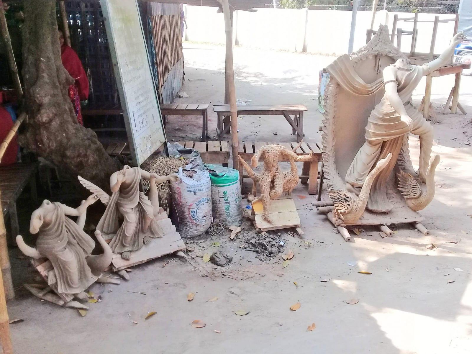 Výroba soch přímo na ulici, Bangladéš