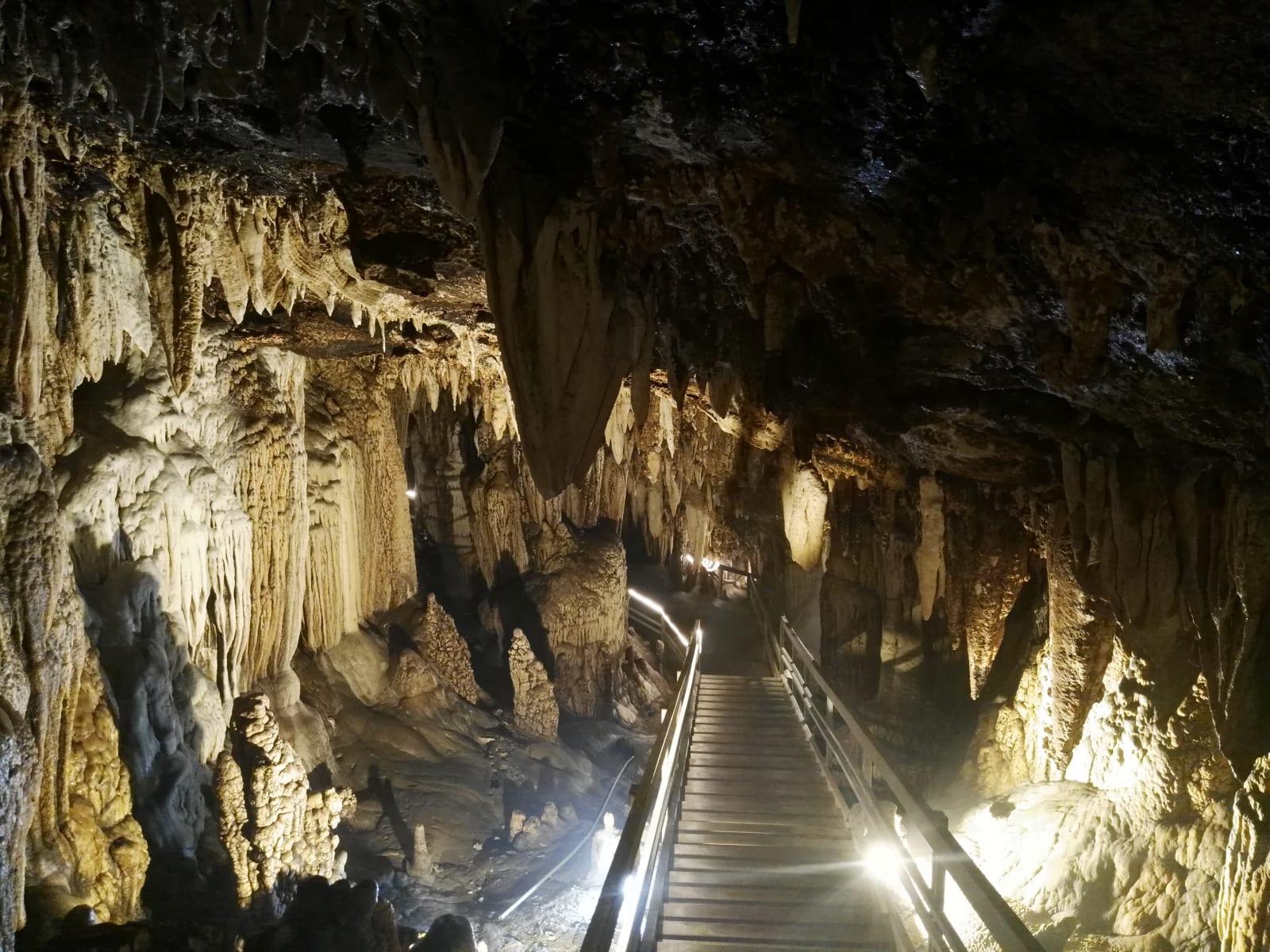 Jeskyně Lung Khuy Cave