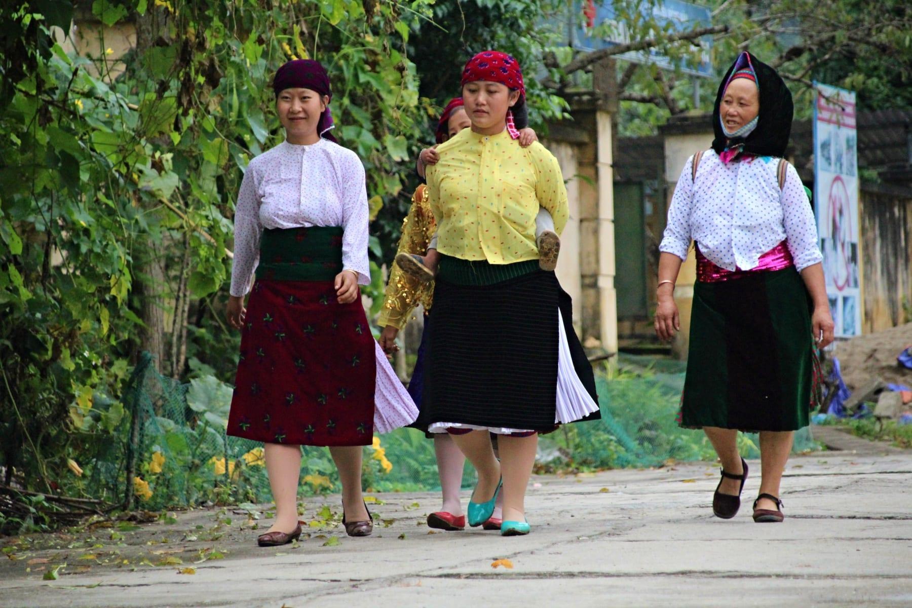 Typický oděv menšin ve Vietnamu