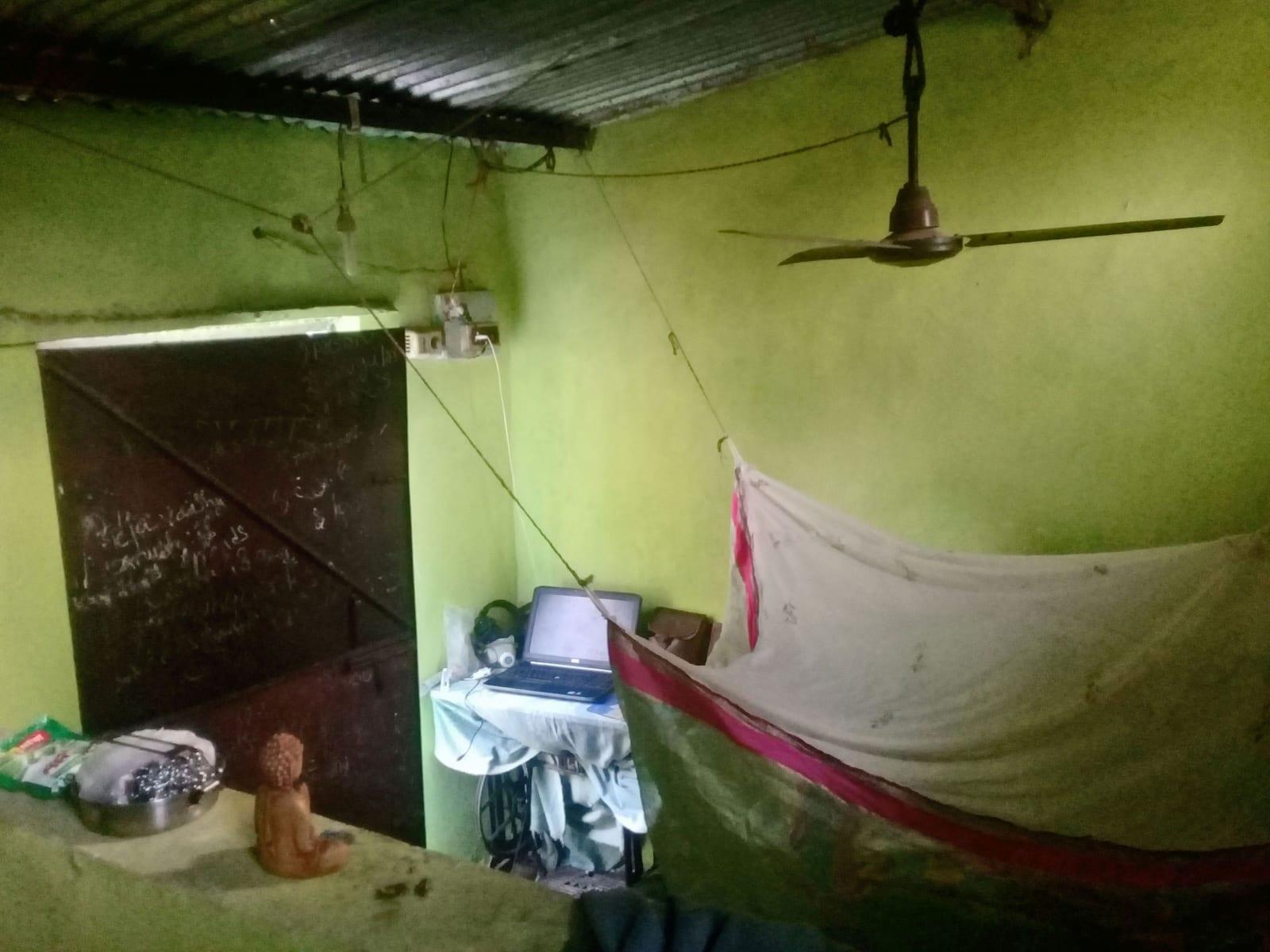 Můj pokoj z pobytu ve vesnici Sanapur, Indie.
