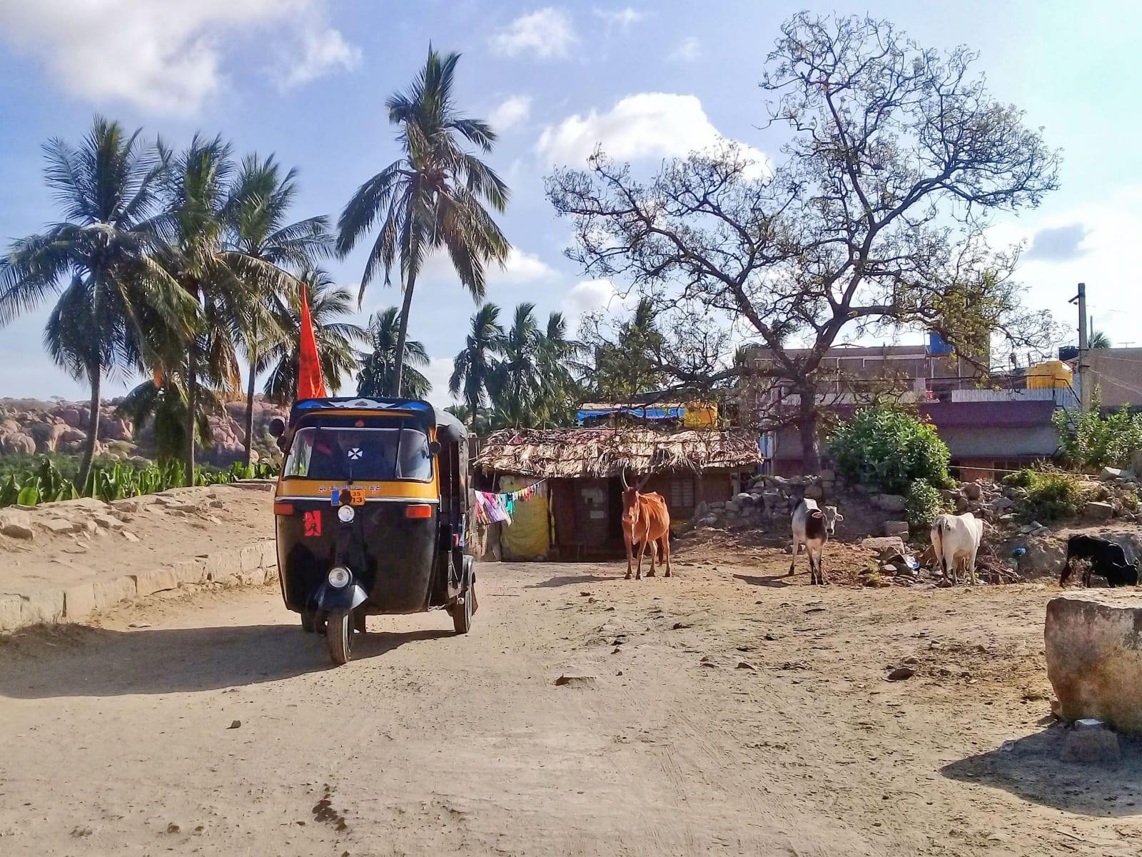 Scenérie z vesnice Hampi, Indie.