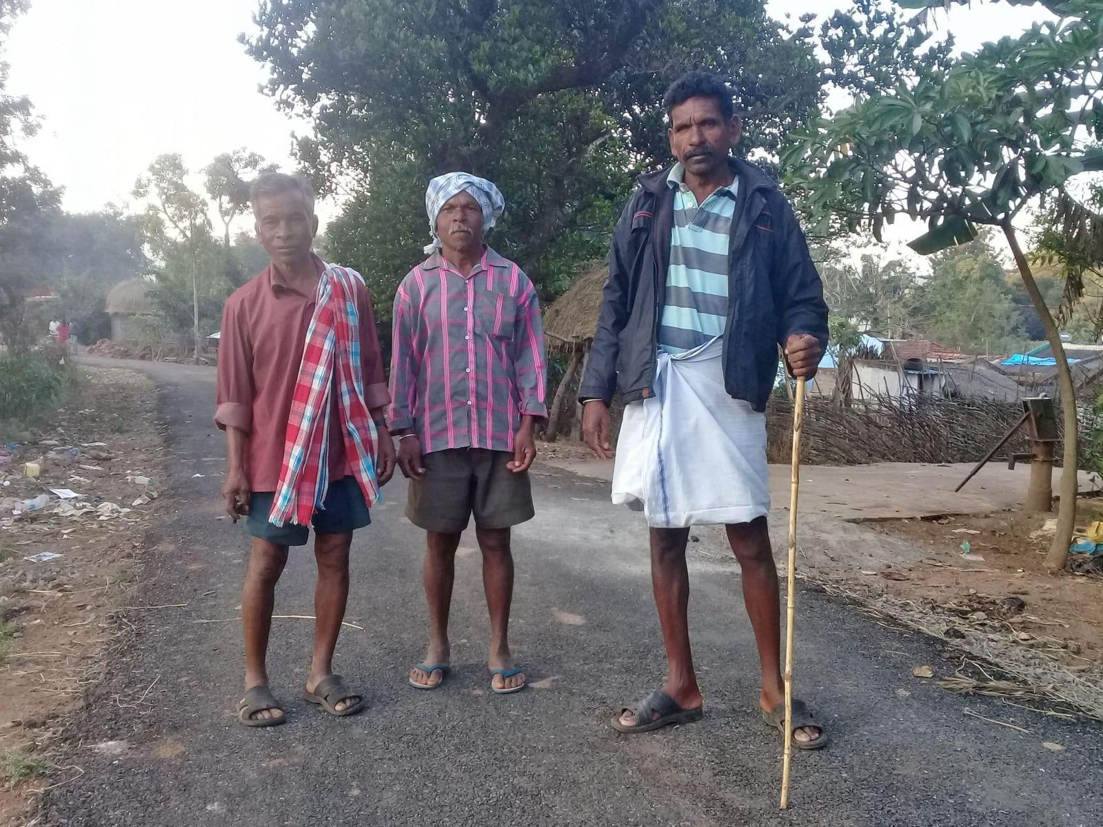 Kuci si občas řeknou o fotku. Tohle je jedna z nich (z jedné z vesnic v údolí Arakku, Indie).
