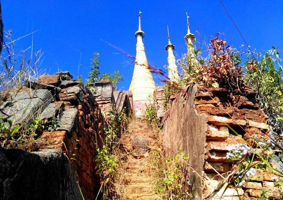 """Opuštěná pagoda s výhledem na Inle Lake, na maps.me ji najdete pod názvem """"pagoda look out over Inle lake area"""""""