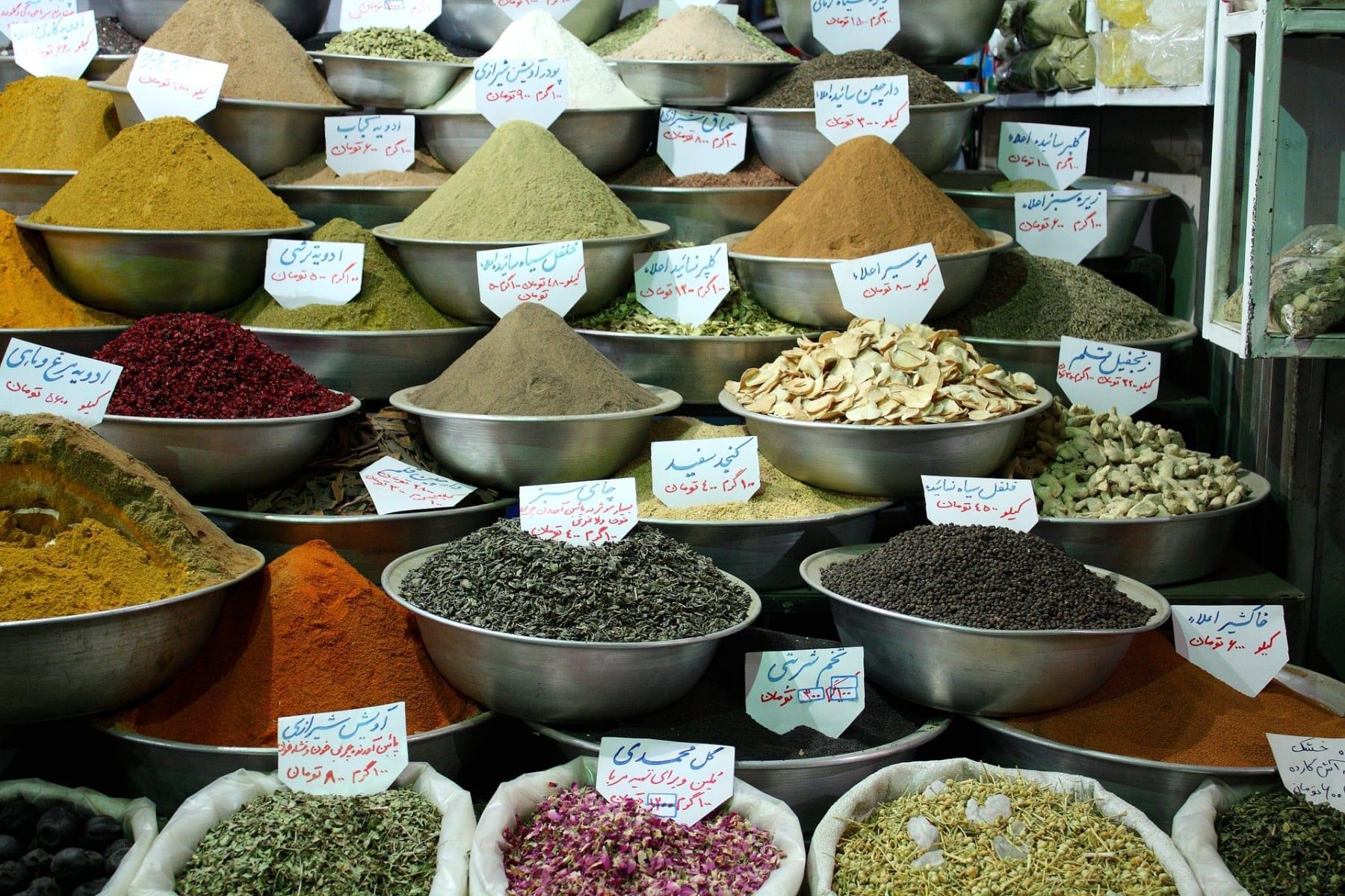 Na íránských trzích naleznete spoustu barev a vůní, Írán