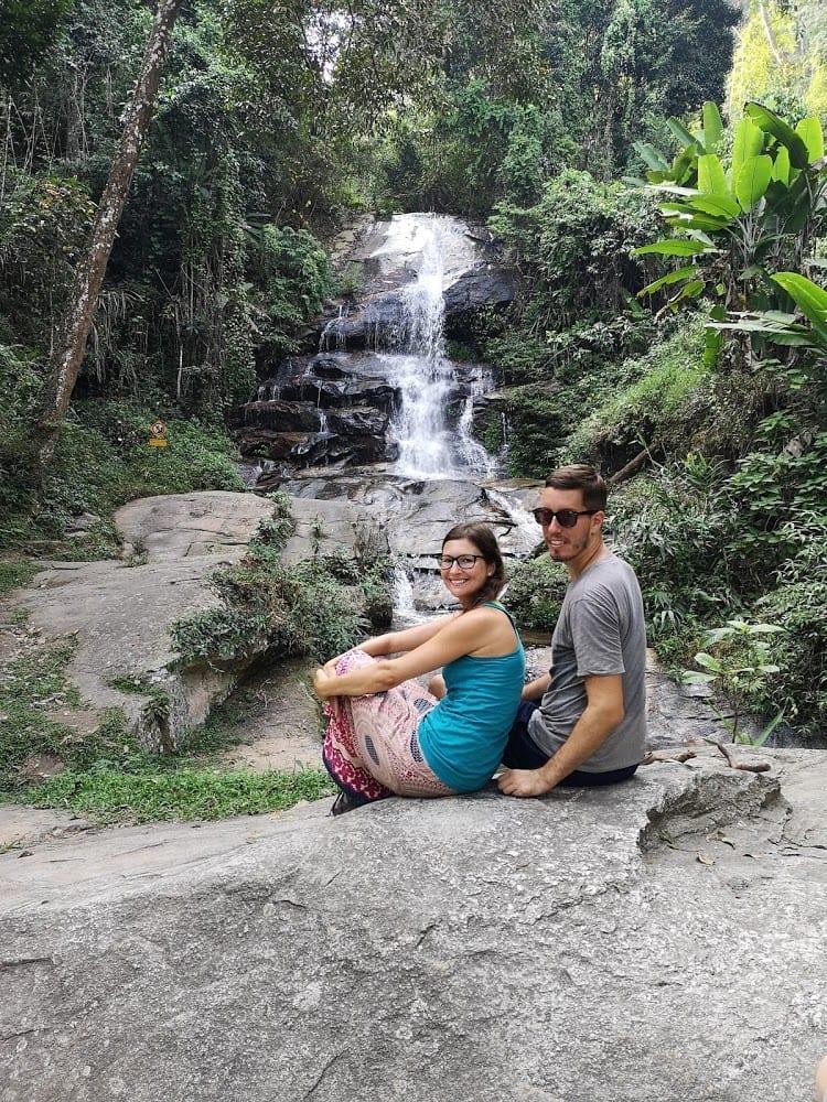 U vodopádů poblíž Chiang Mai, Thajsko