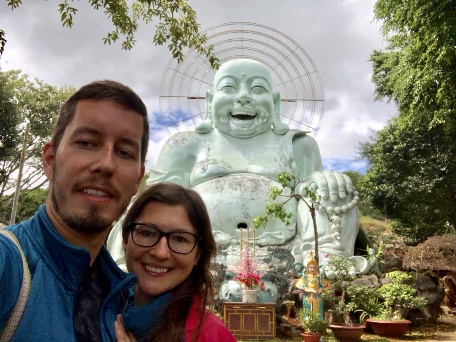 Se sochou Buddhy v Dalatu, Vietnam