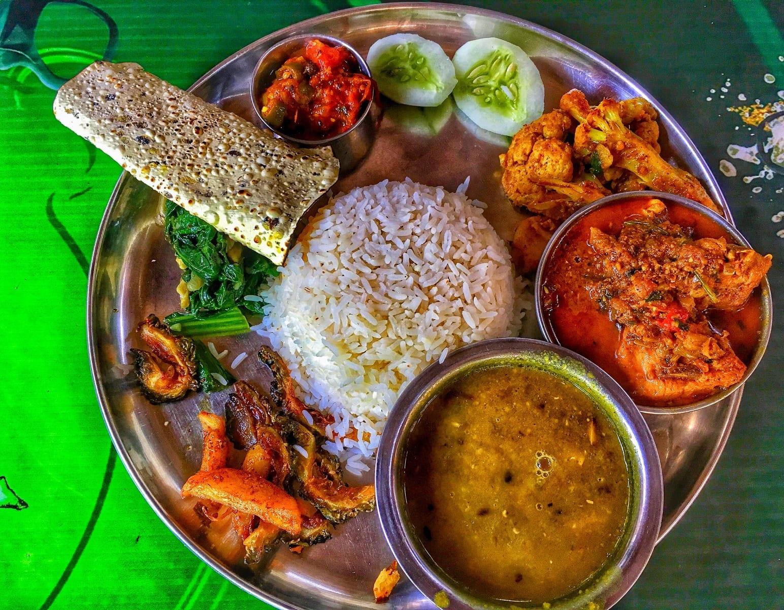 Tradiční Dal bhat tarkari