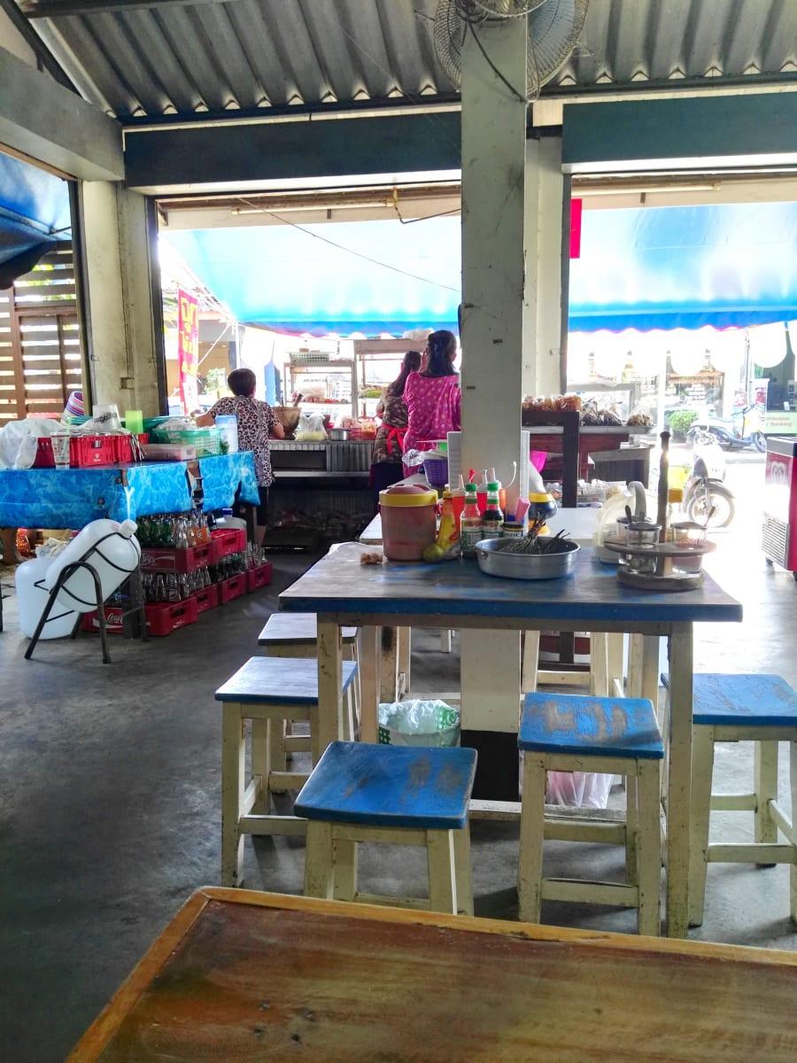 Nejlépe se najíte v lokálních restauracích, Kanchanaburi, Thajsko