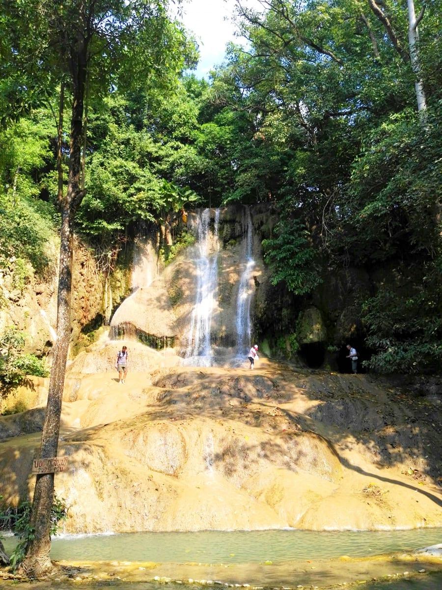 Vodopády za Nam Tok, Kanchanaburi, Thajsko