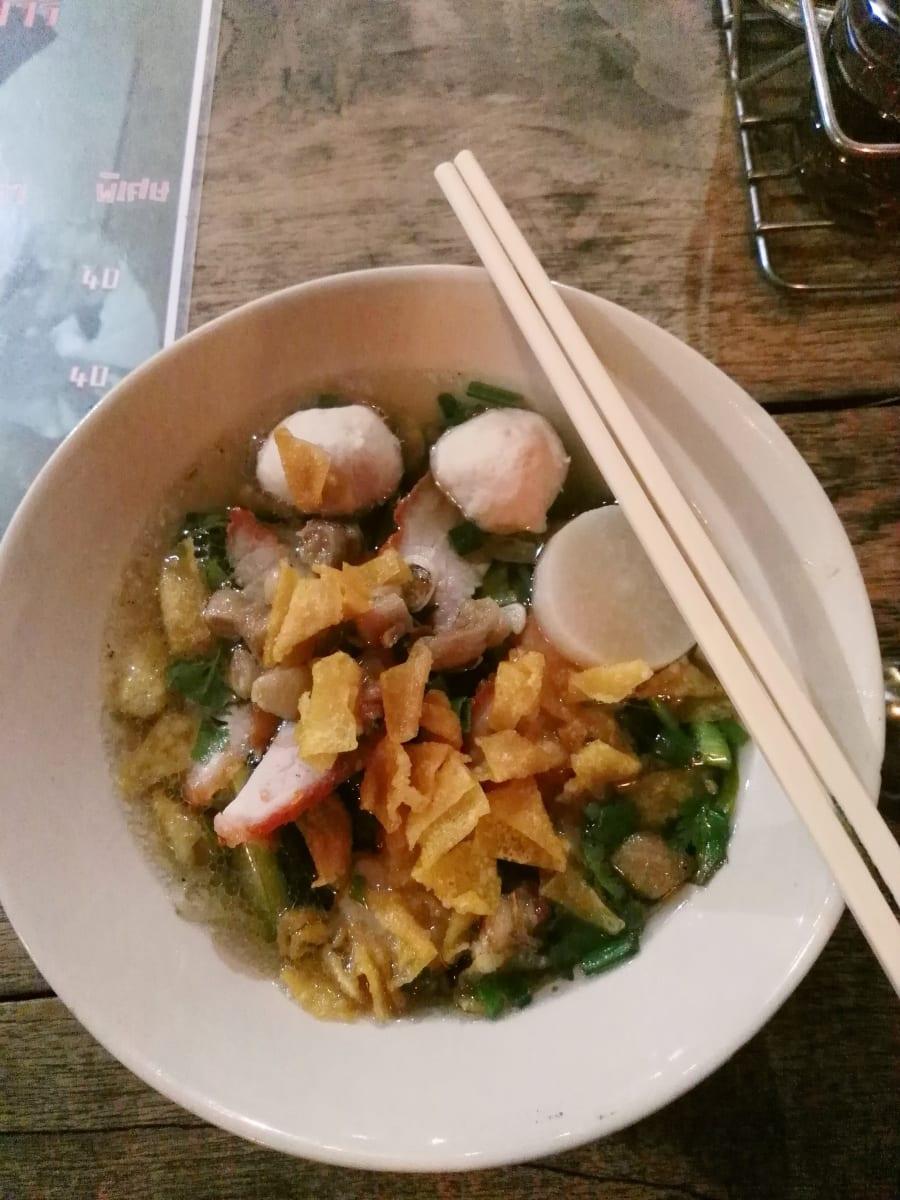 Výtečná nudlová polévka, Kanchanaburi, Thajsko