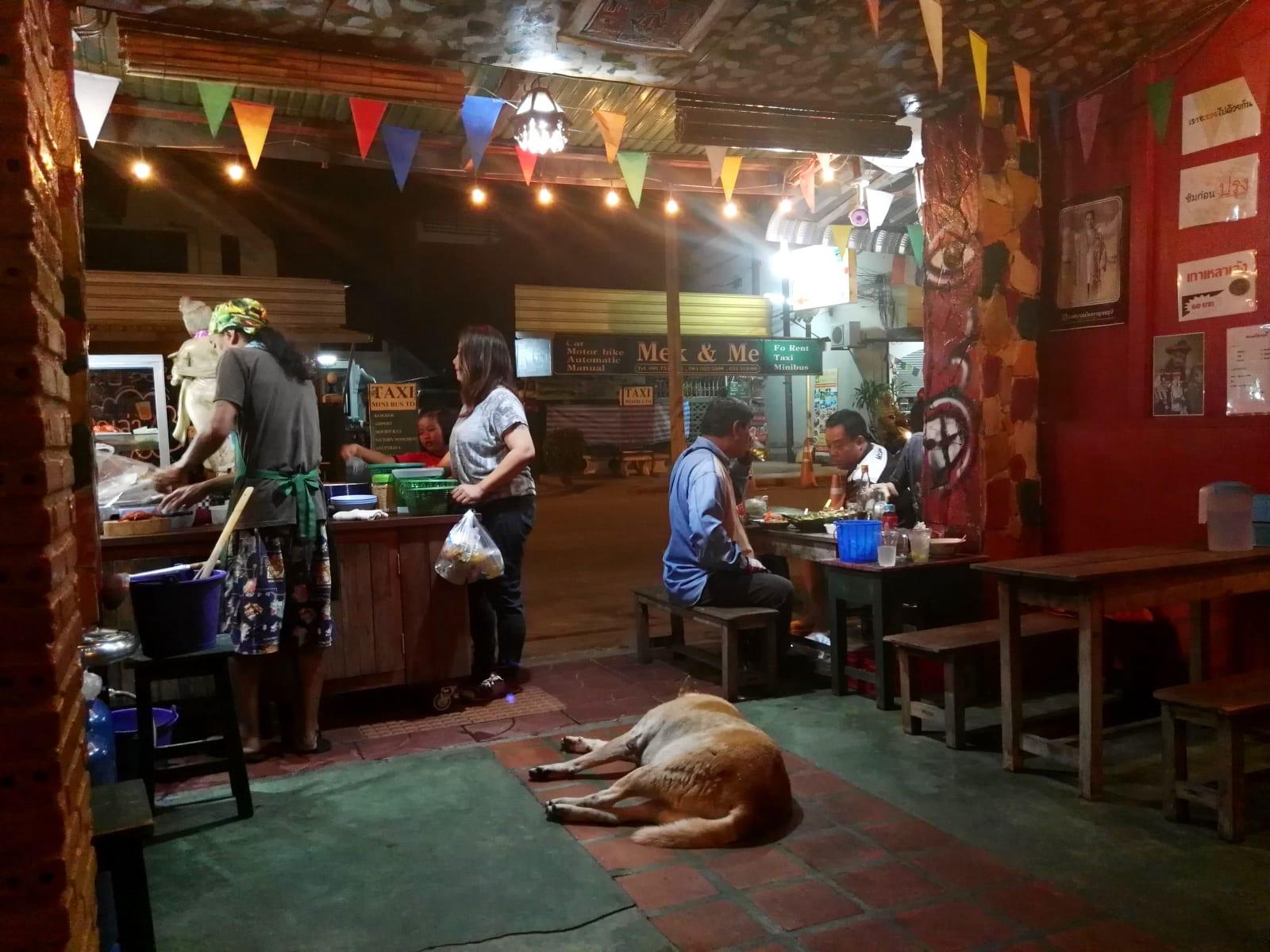 Nejlepší nudlová polévka zde (pokud ještě fungují), Kanchanaburi, Thajsko