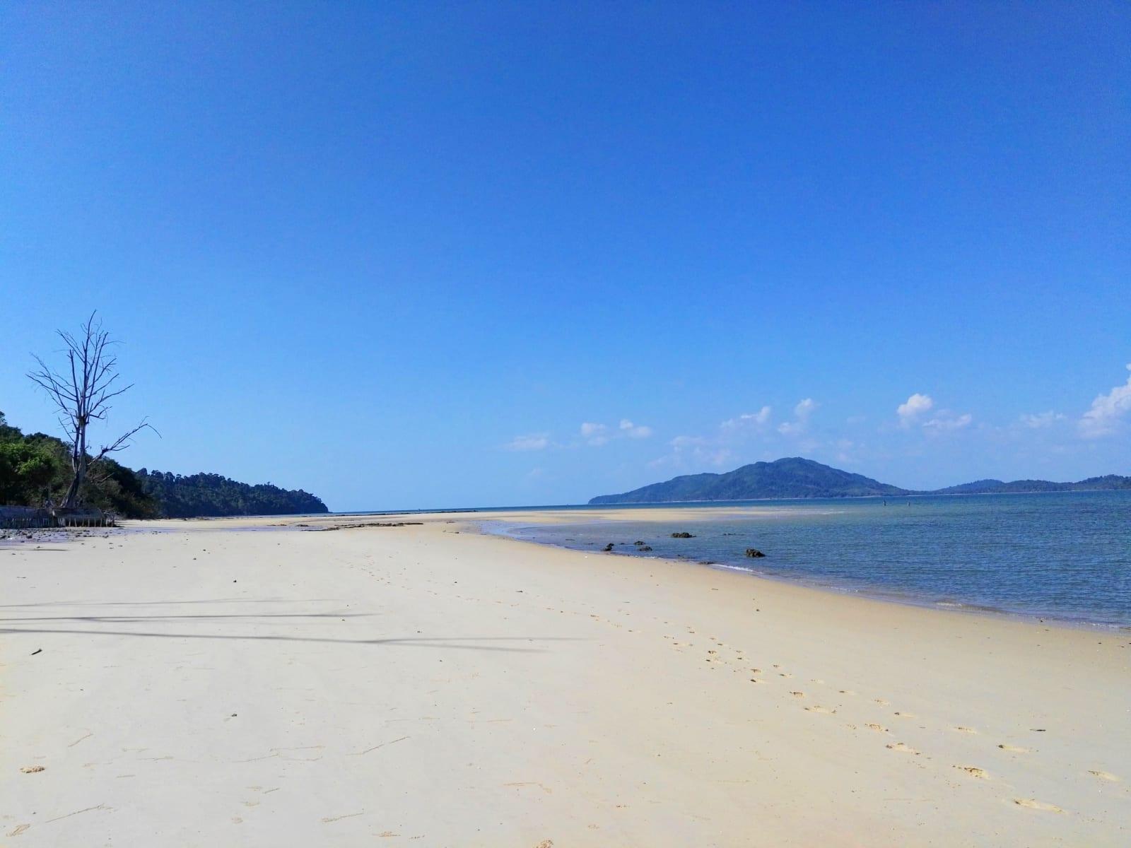 Osamělá pláž u PP Land, Koh Phayam, Thajsko