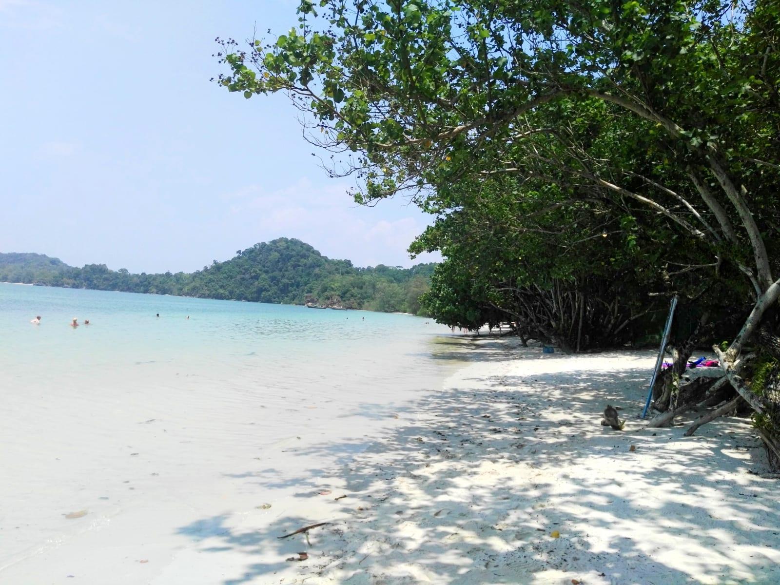Pláž v jižní části Ao Khao Kwai, Koh Phayam, Thajsko