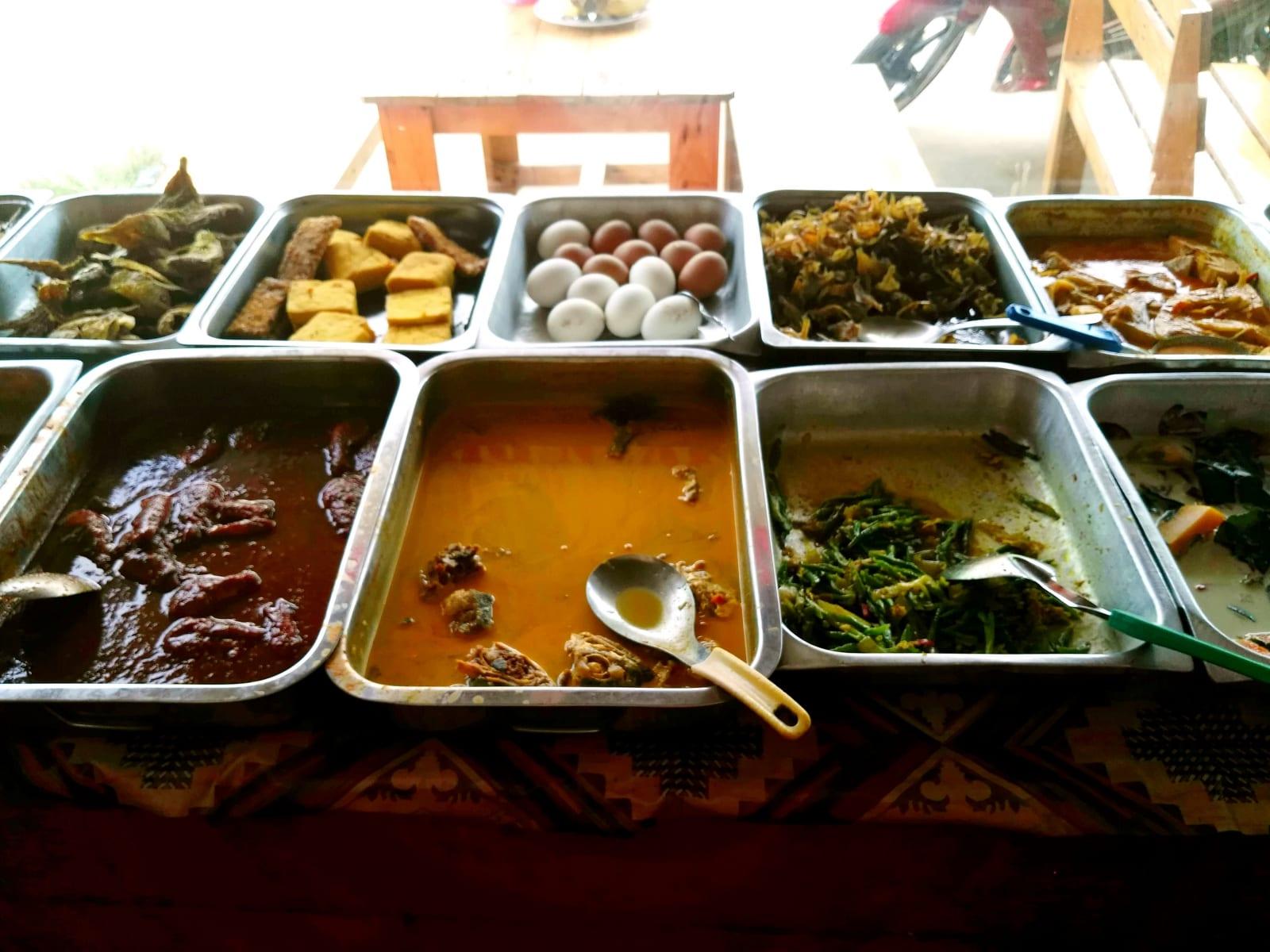 Oblíbený styl restaurací, vybrat si můžete co chcete, platí se za druhy jídla nikoli za množství