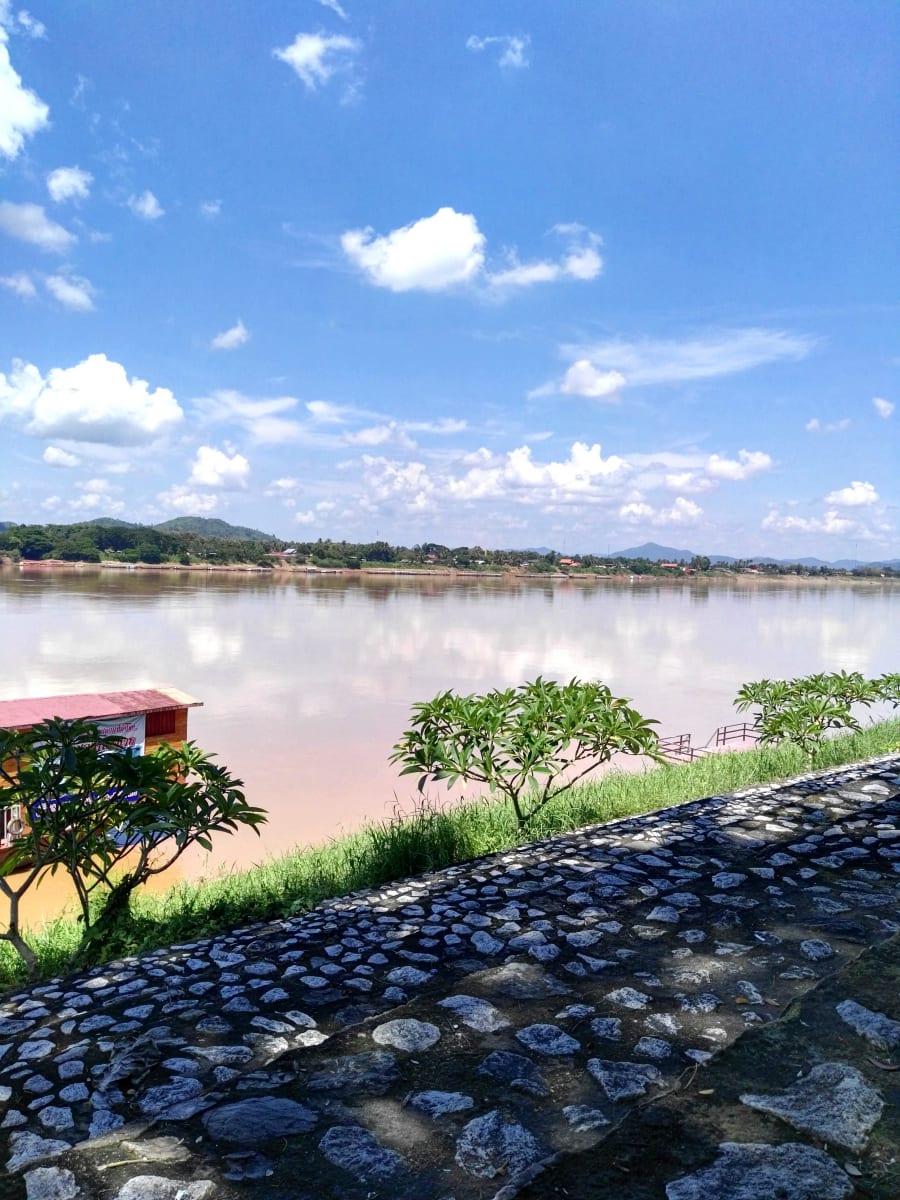 Odpočinek na břehu Mekongu, Chiang Khan, Loei, Thajsko