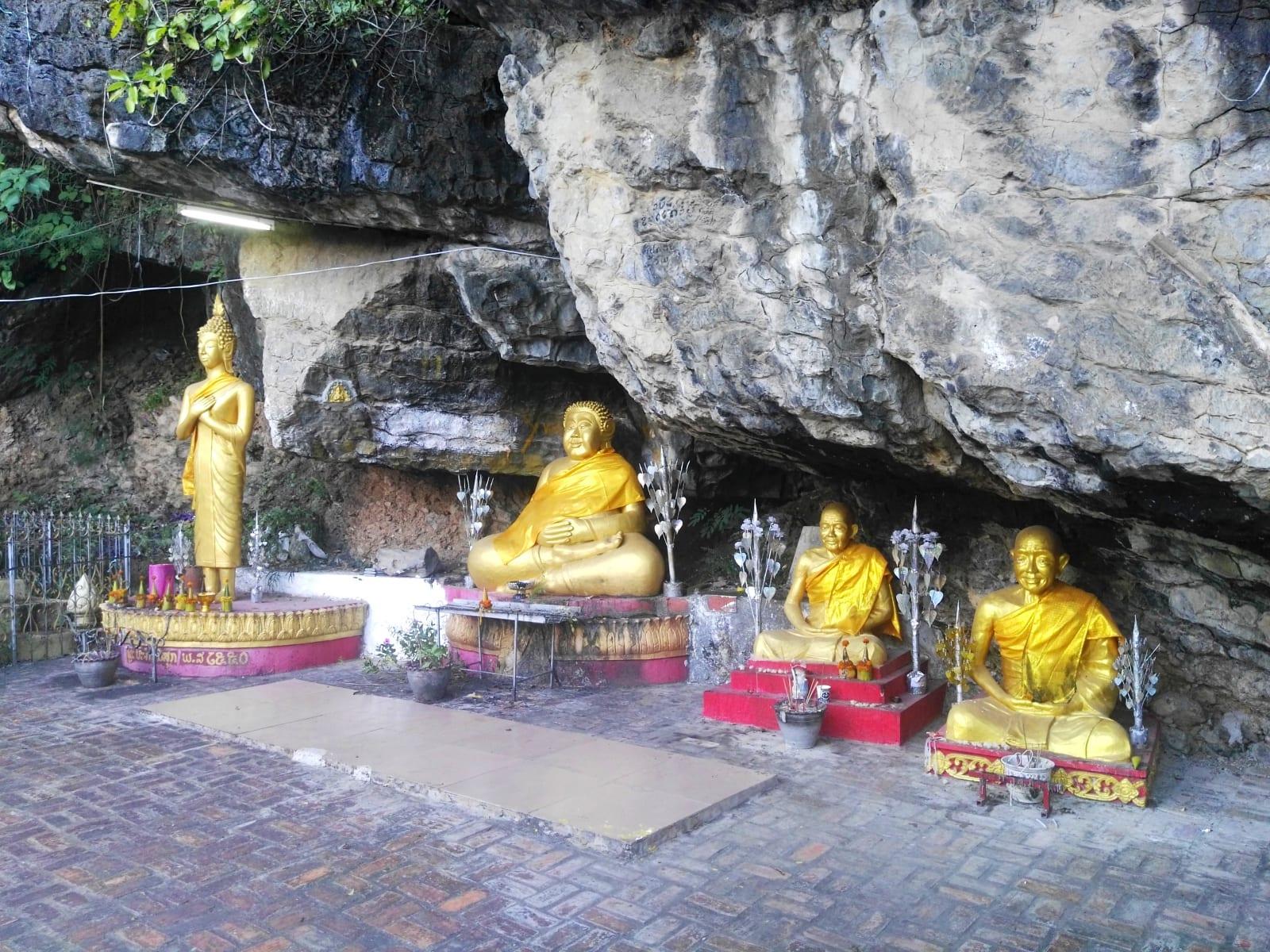 Sochy po cestě na Mount Phousi, Luang Prabang, Laos