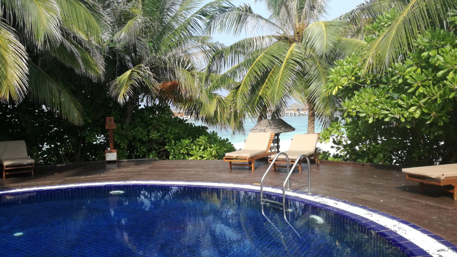 Den v luxusním resortu na Maledivách