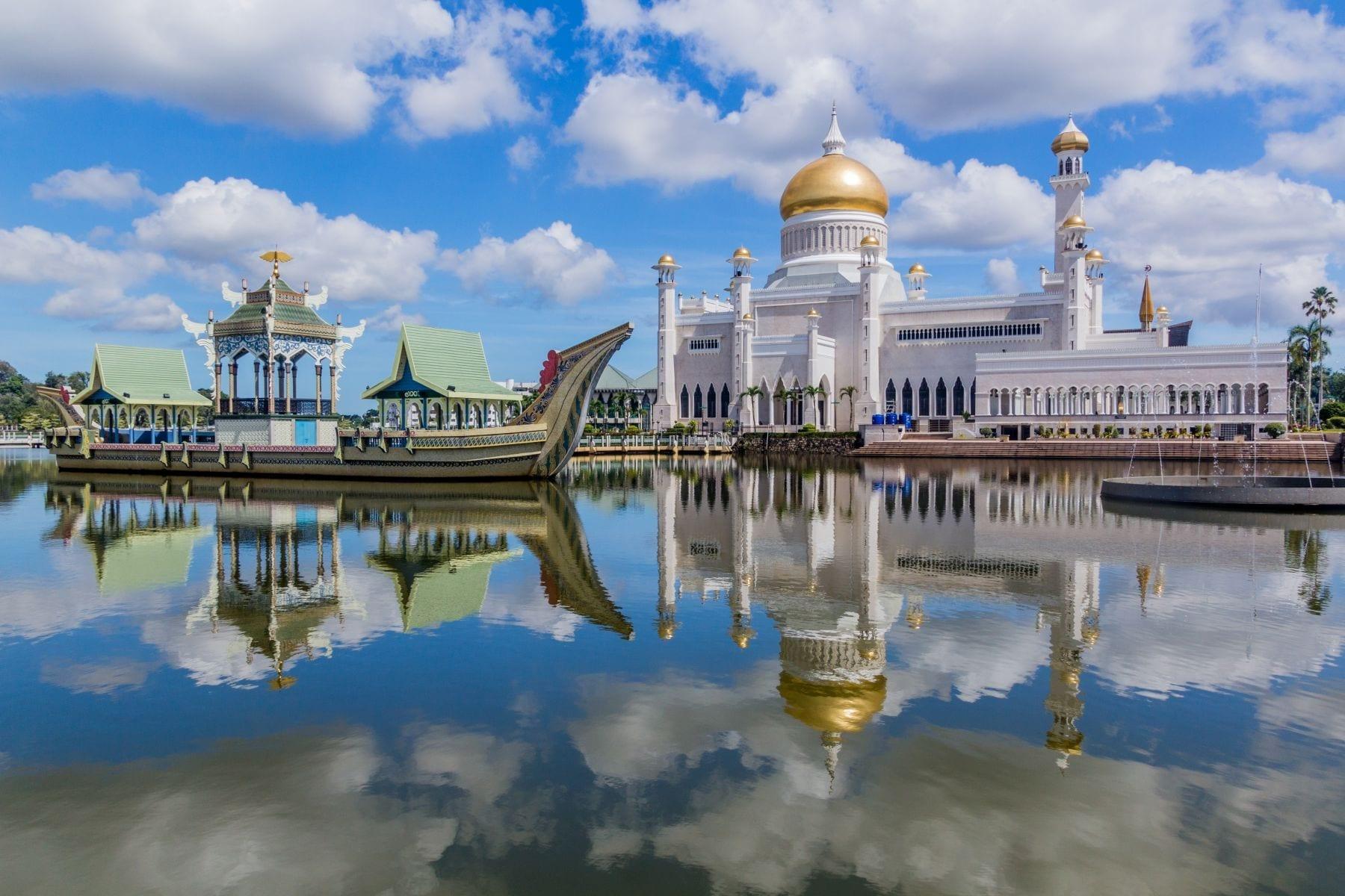 Mešita Omar Ali Saifuddien, Bandar Seri Begawan, Brunej