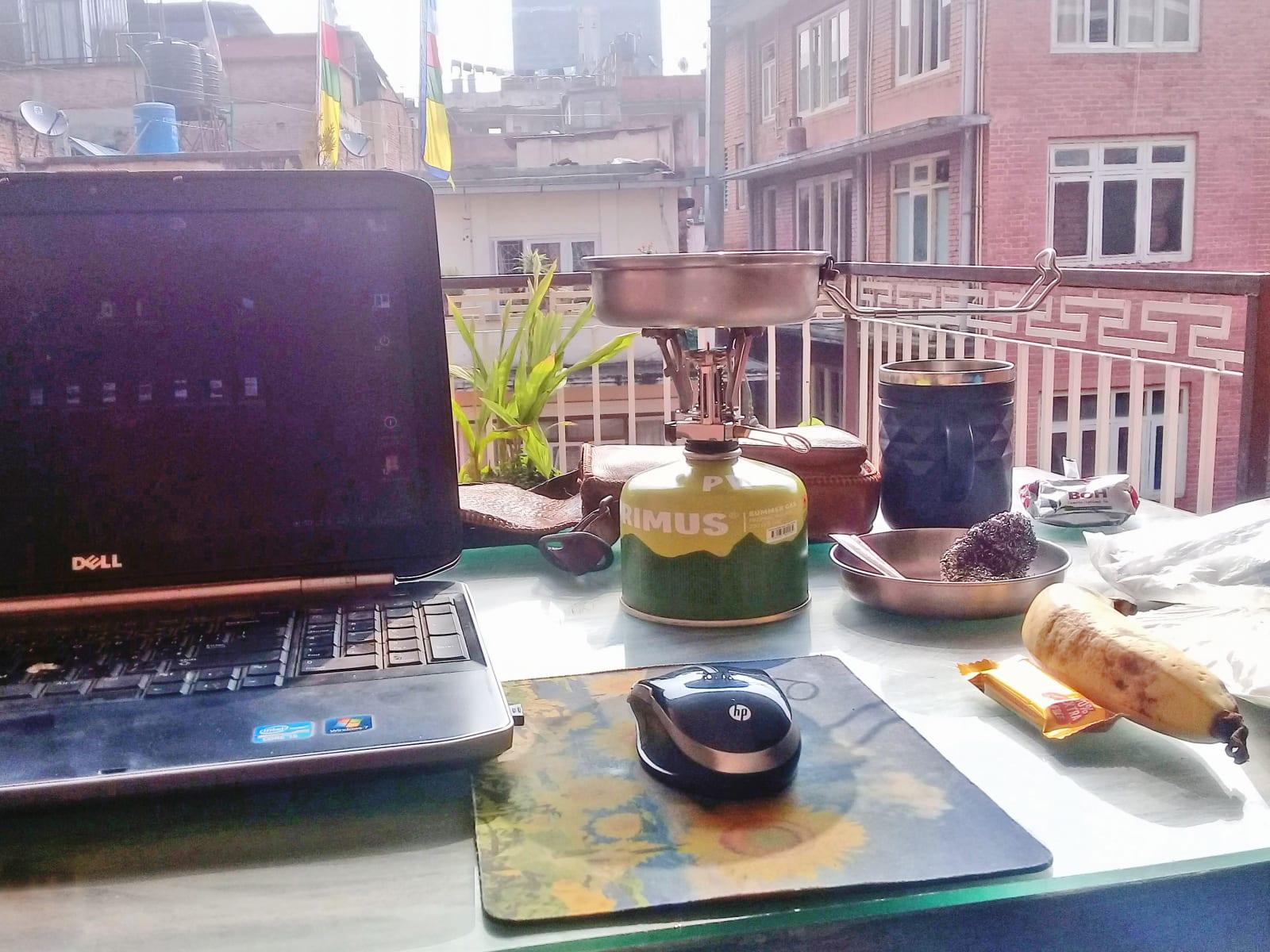 Administrativa z nepalské kanceláře před návratem  do ČR, Káthmándú, Nepál