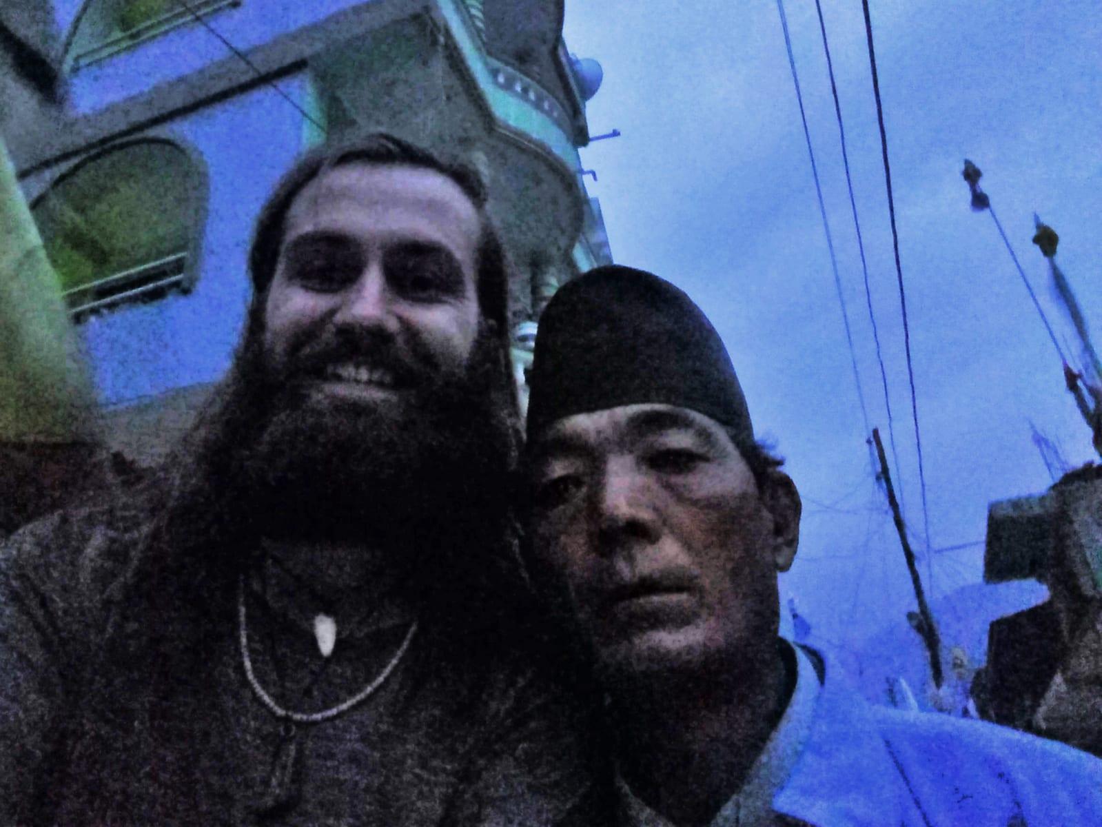 Foto s dědou před ubytováním, Syabrubesi,Nepál