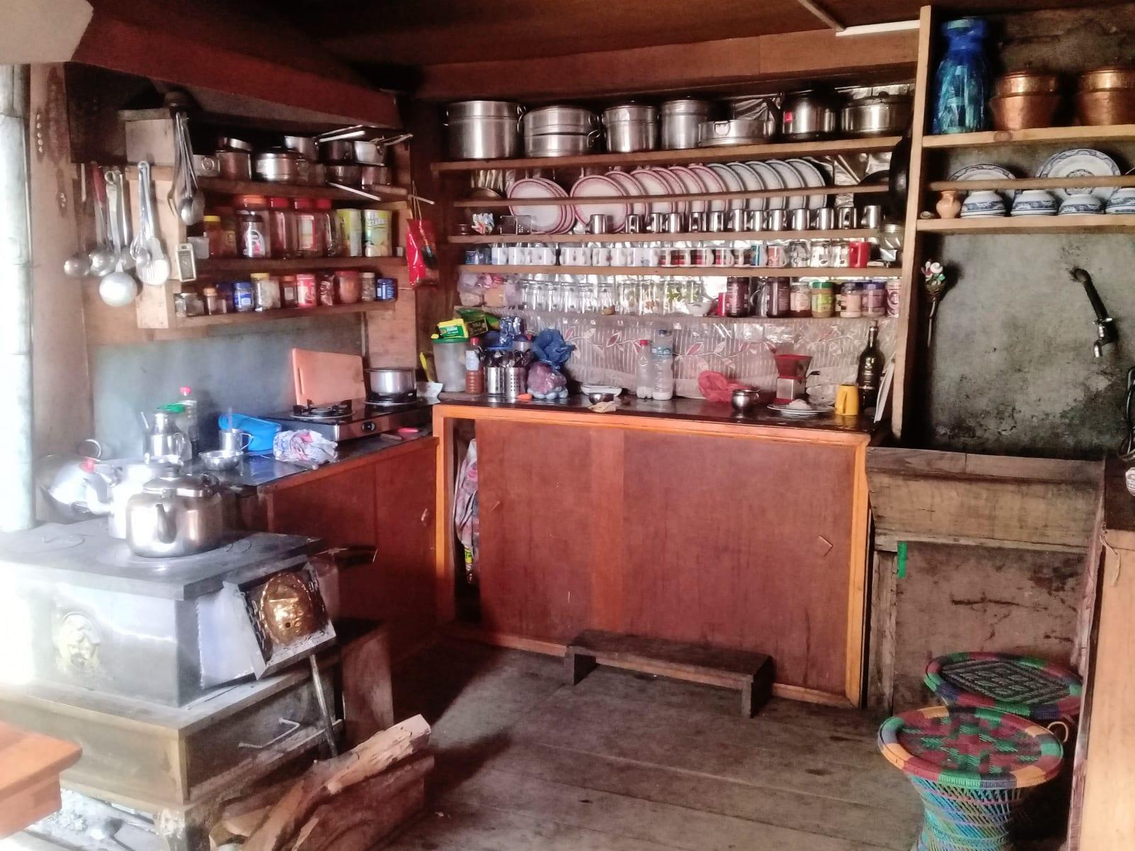 Kuchyně v jedné z horských boud, Nepál