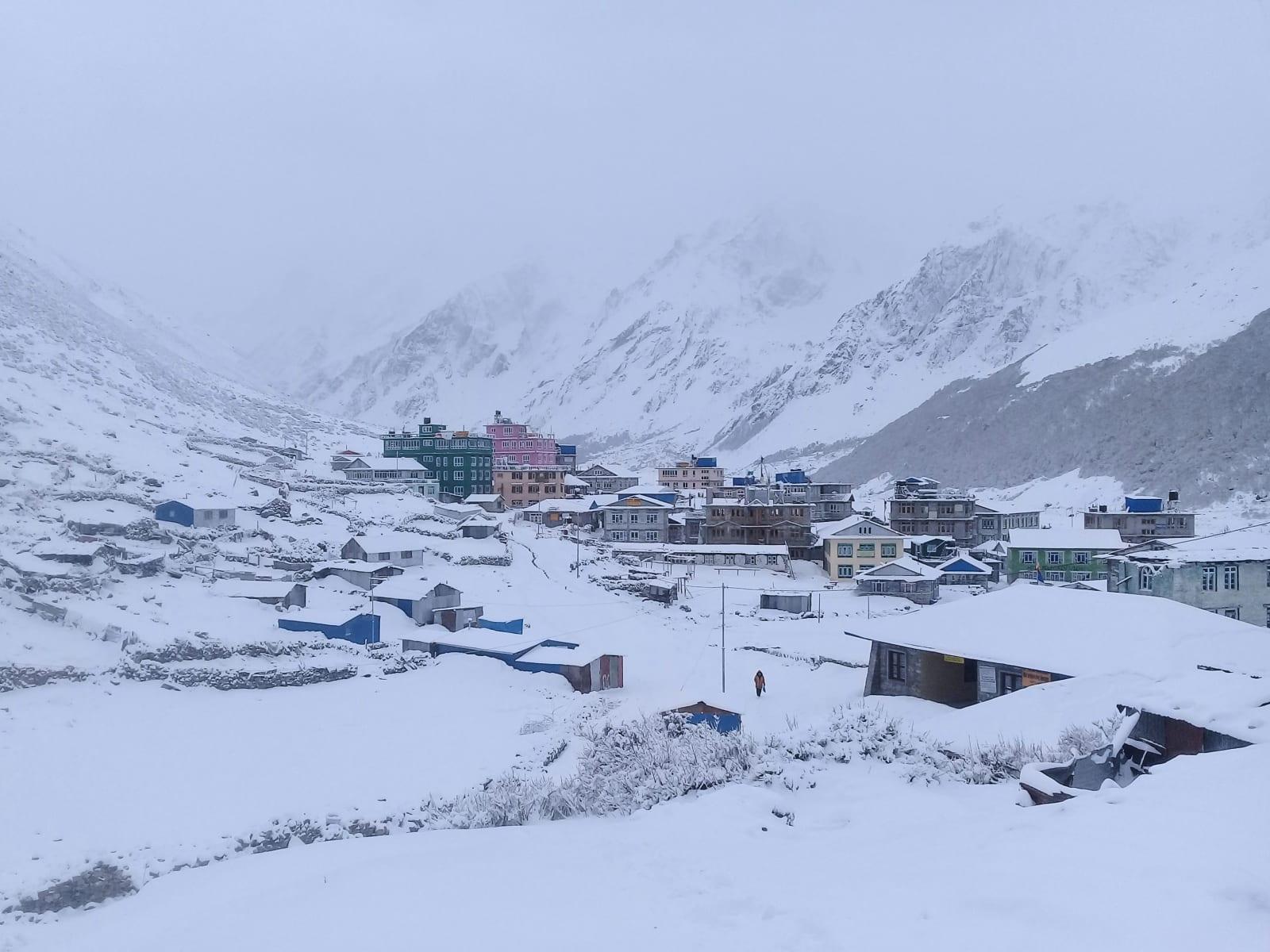 Kyanjin Gompa ráno po sněhové bouři, Nepál