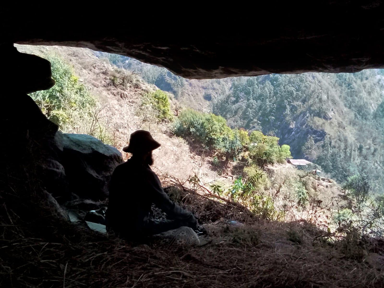 Odpočinek pod převisem, Nepál