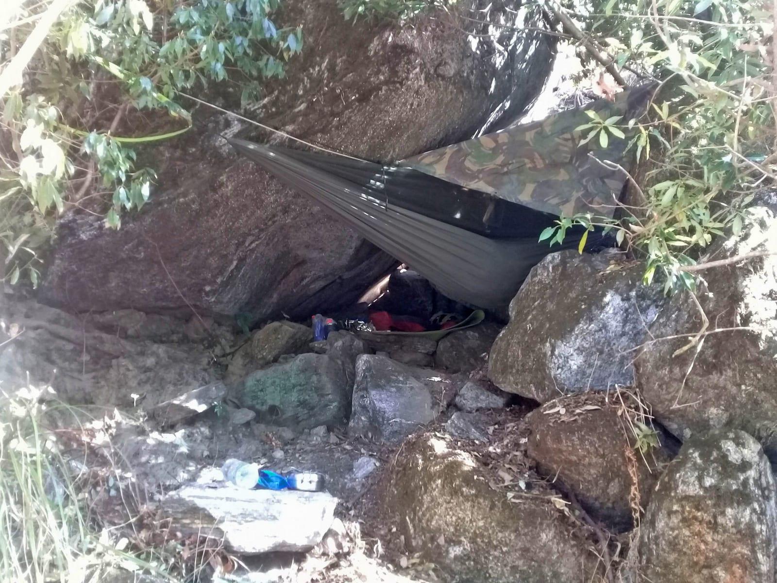 První-noc-jsem-přečkal-pod-skalou-Nepál