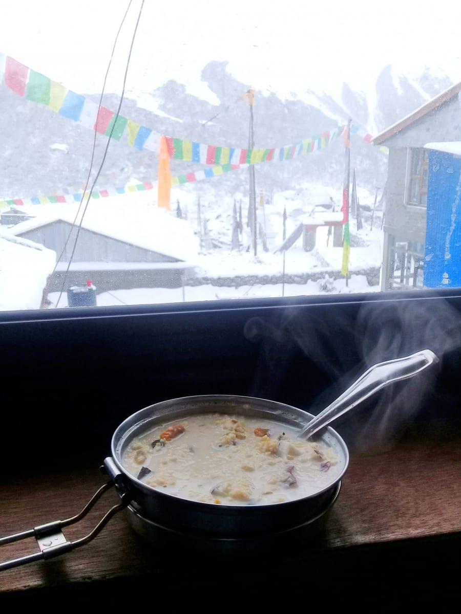 Snídaně-před-trekem-Nepál