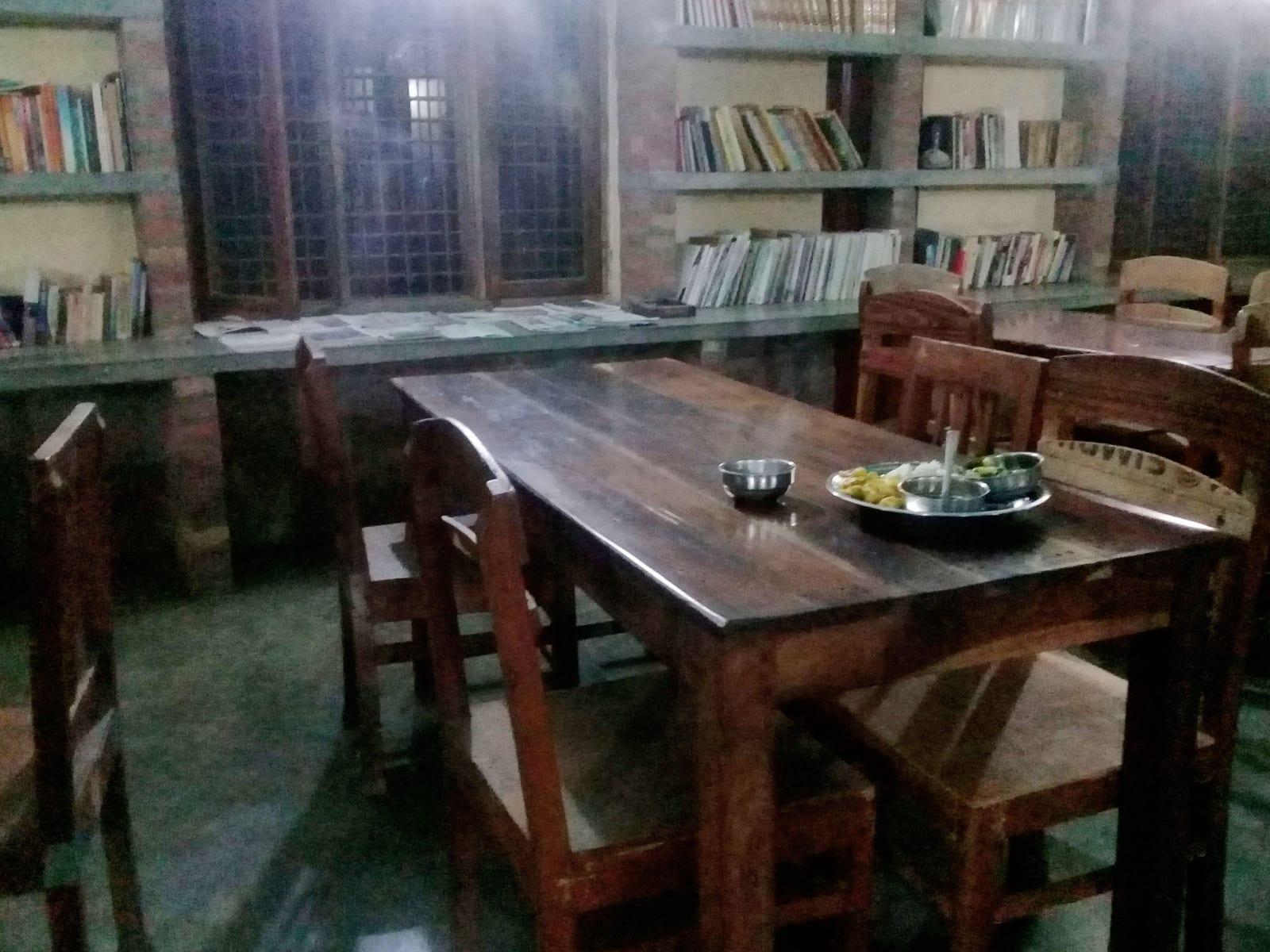 Večeře v klášteře v Lumbini, Nepál