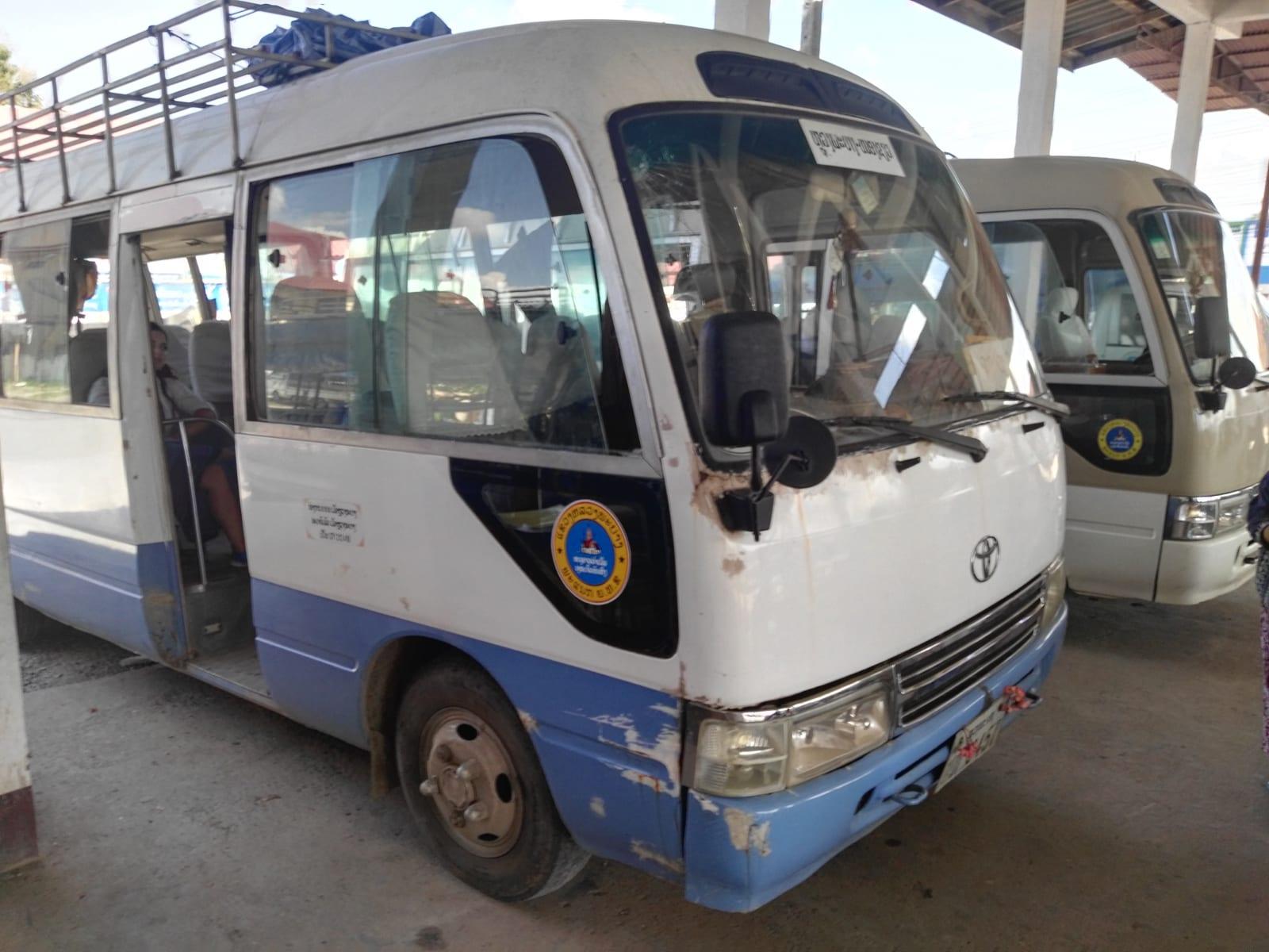 Autobus z Luang Prabang do Nong Khiaw, Laos