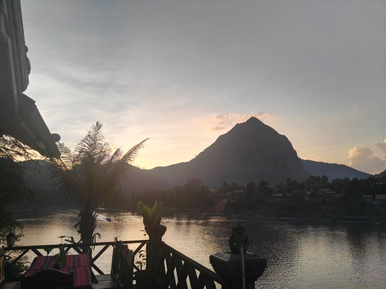 Východ slunce, Nong Khiaw, Laos