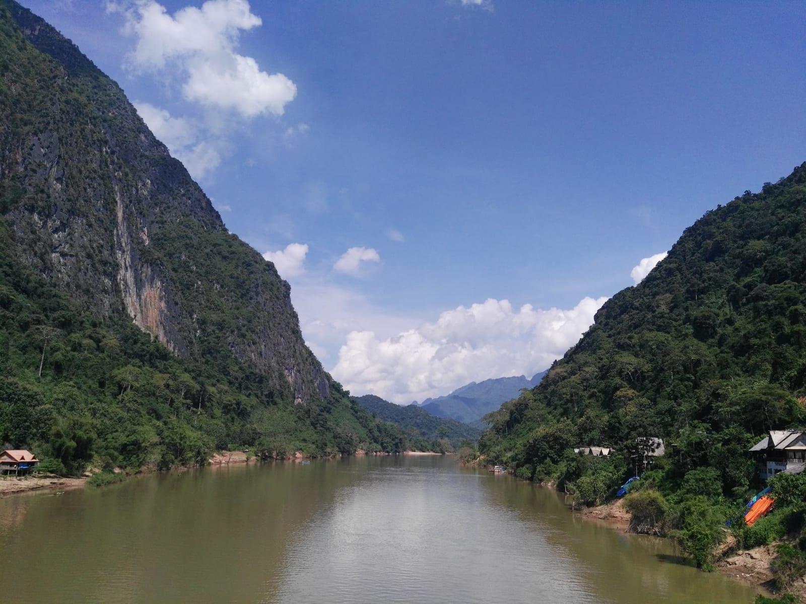 řeka Nam Ou, Nong Khiaw, Laos