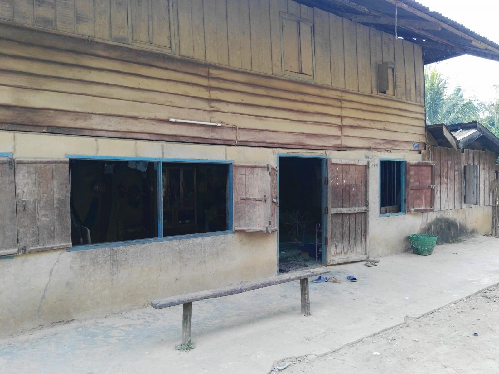 Tradiční obydlí místních obyvatel, Nong Khiaw, Laos