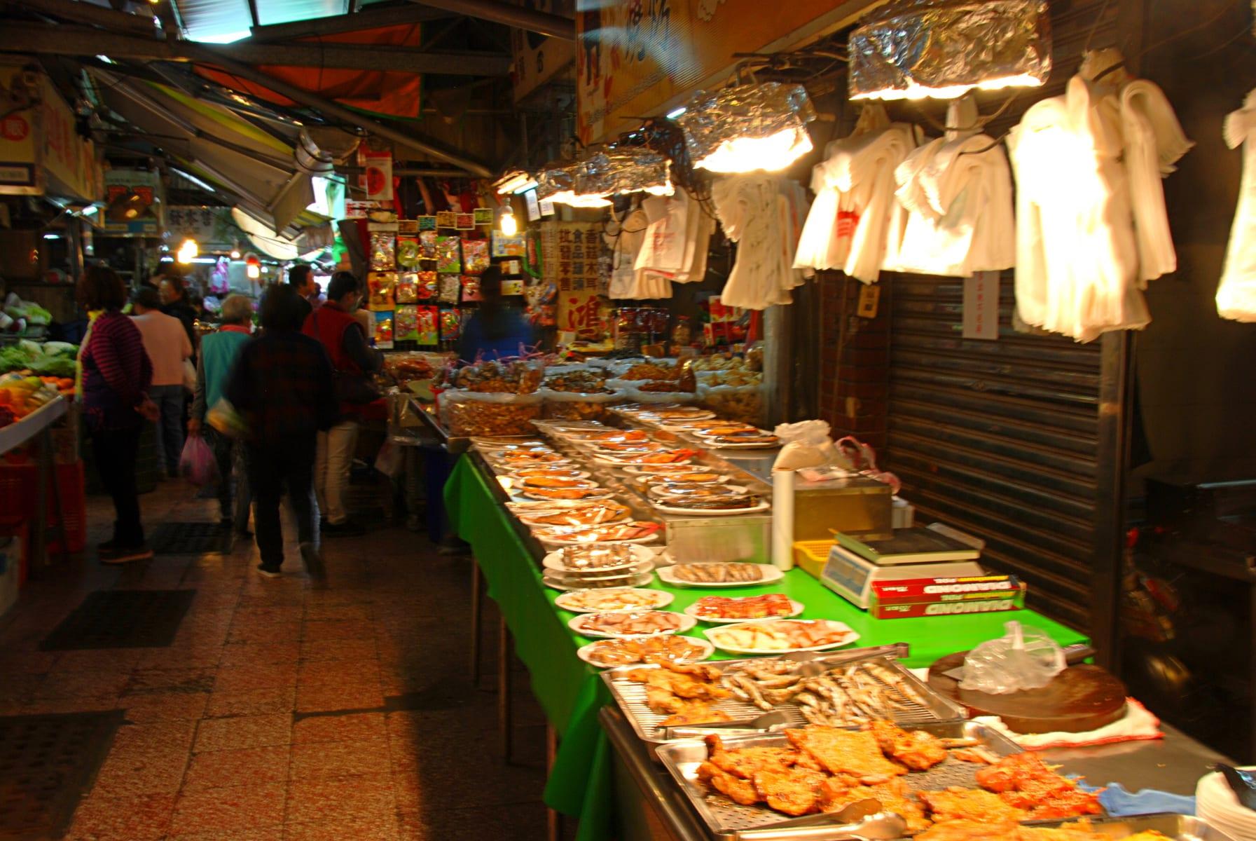 Jedny z nespočtu místních trhů, tento je v Tchaj-nanu