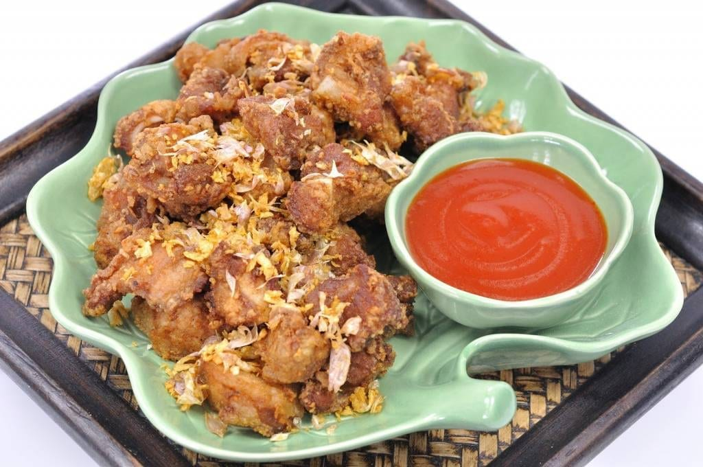 Fried chicken with garlic and pepper