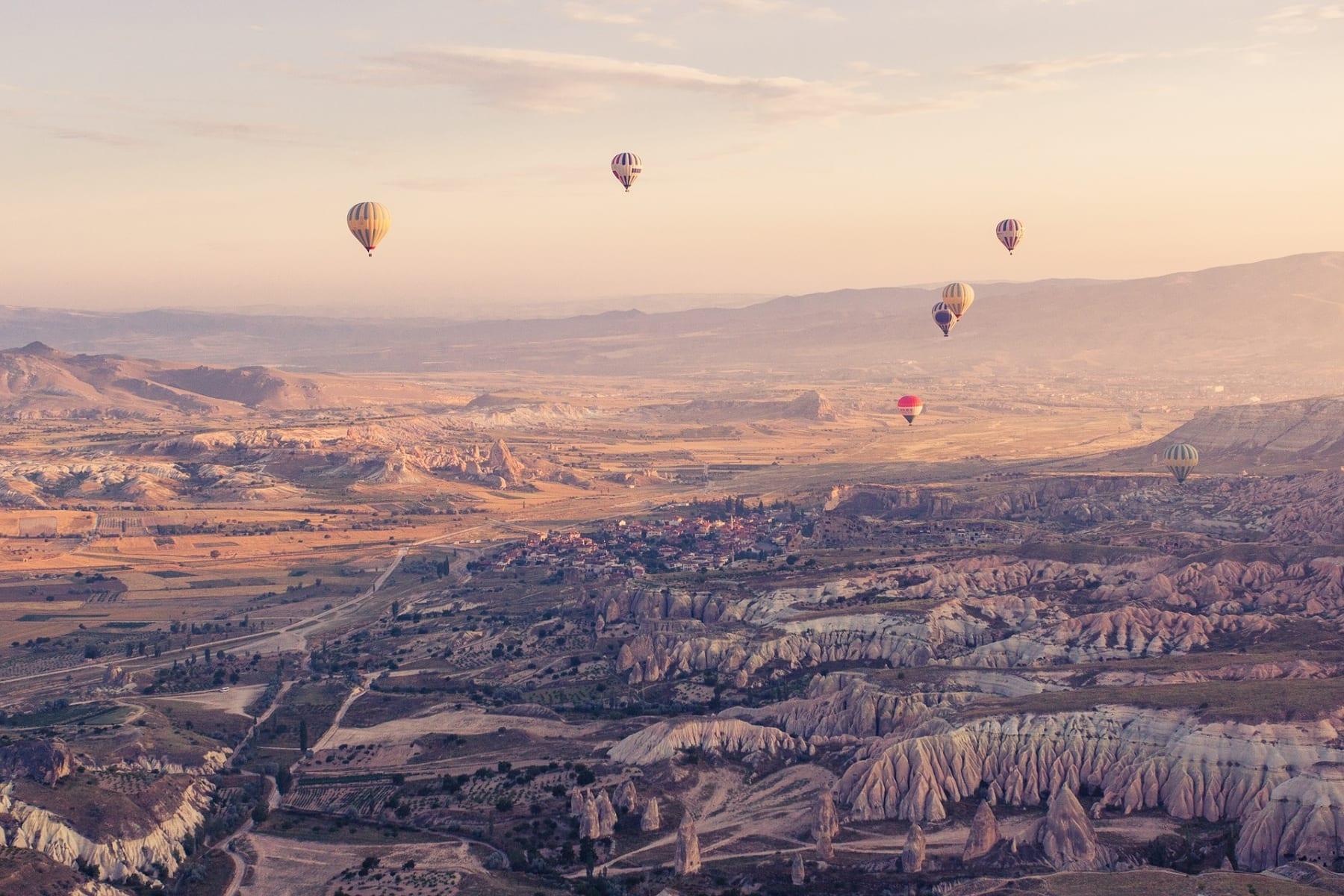 V Kapadokii se můžete proletět horkovzdušným balónem