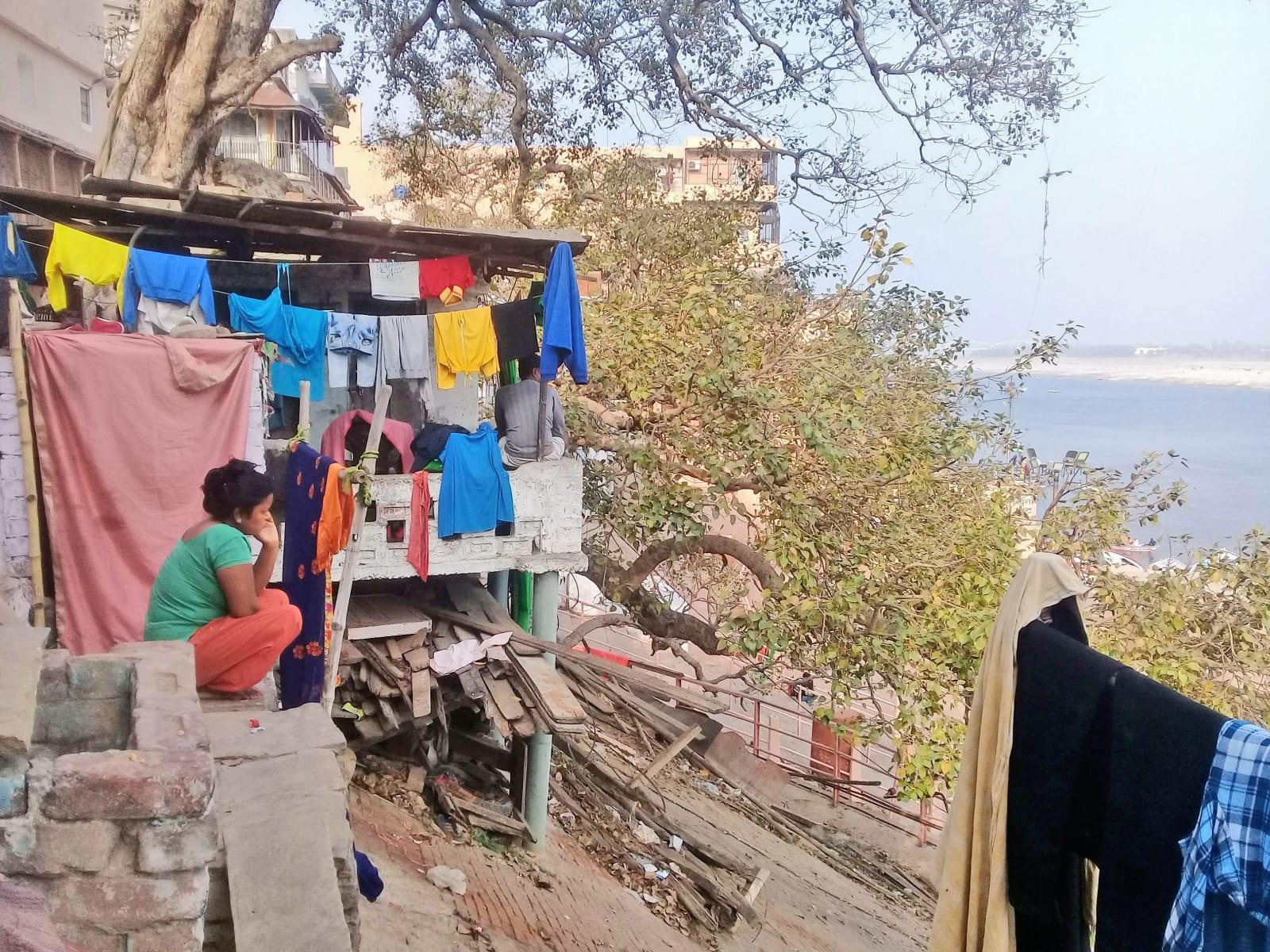 Indický život se skládá z tvrdé práce ale i lelkování, Varanásí