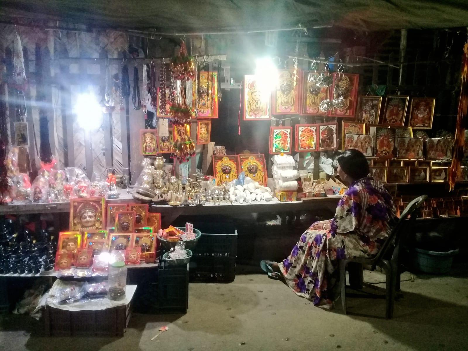 Prodej náboženských předmětů u jednoho z chrámů, Kalkata